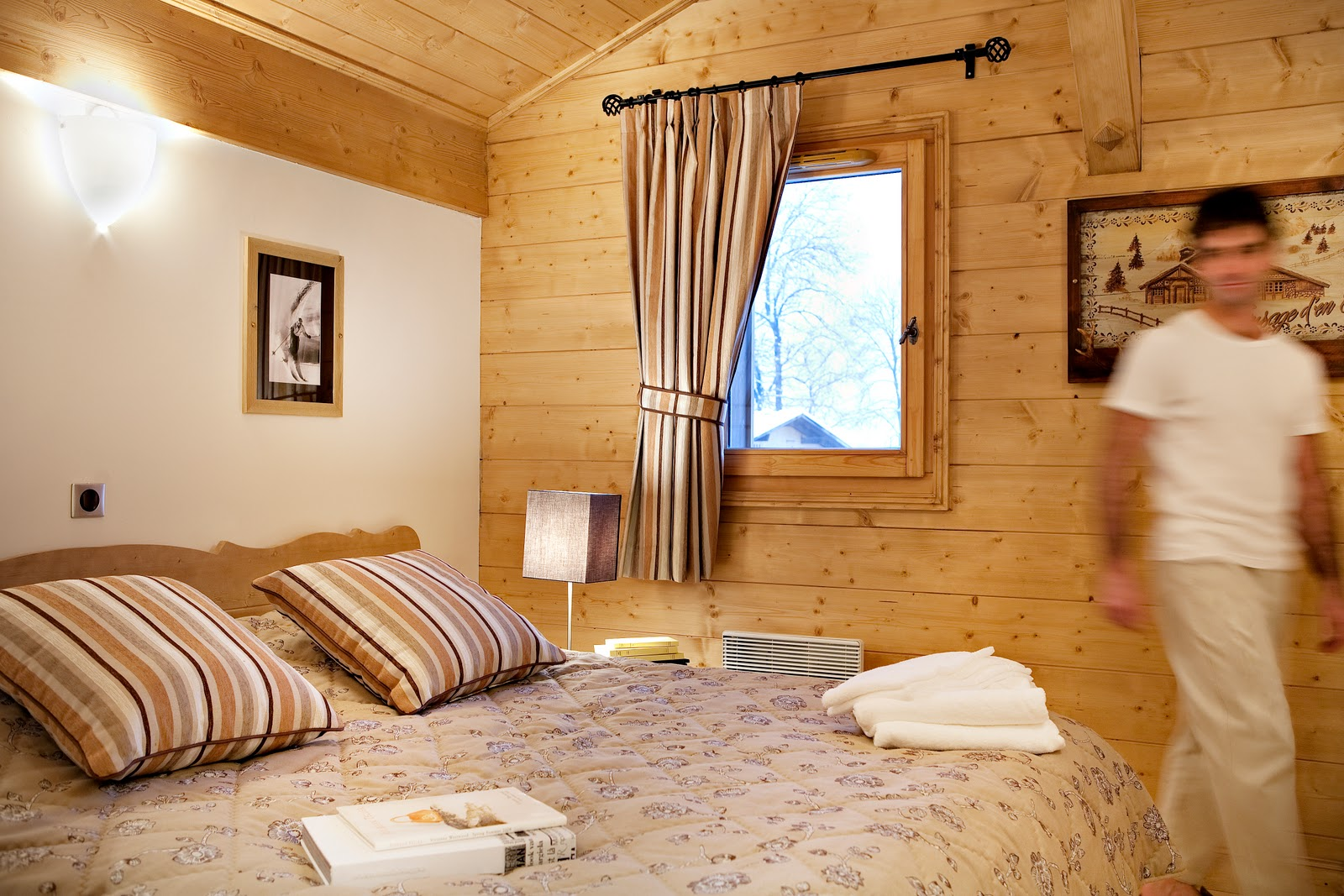 La Reine des Pres, Samoens (self catered apartments) - Double Bedroom