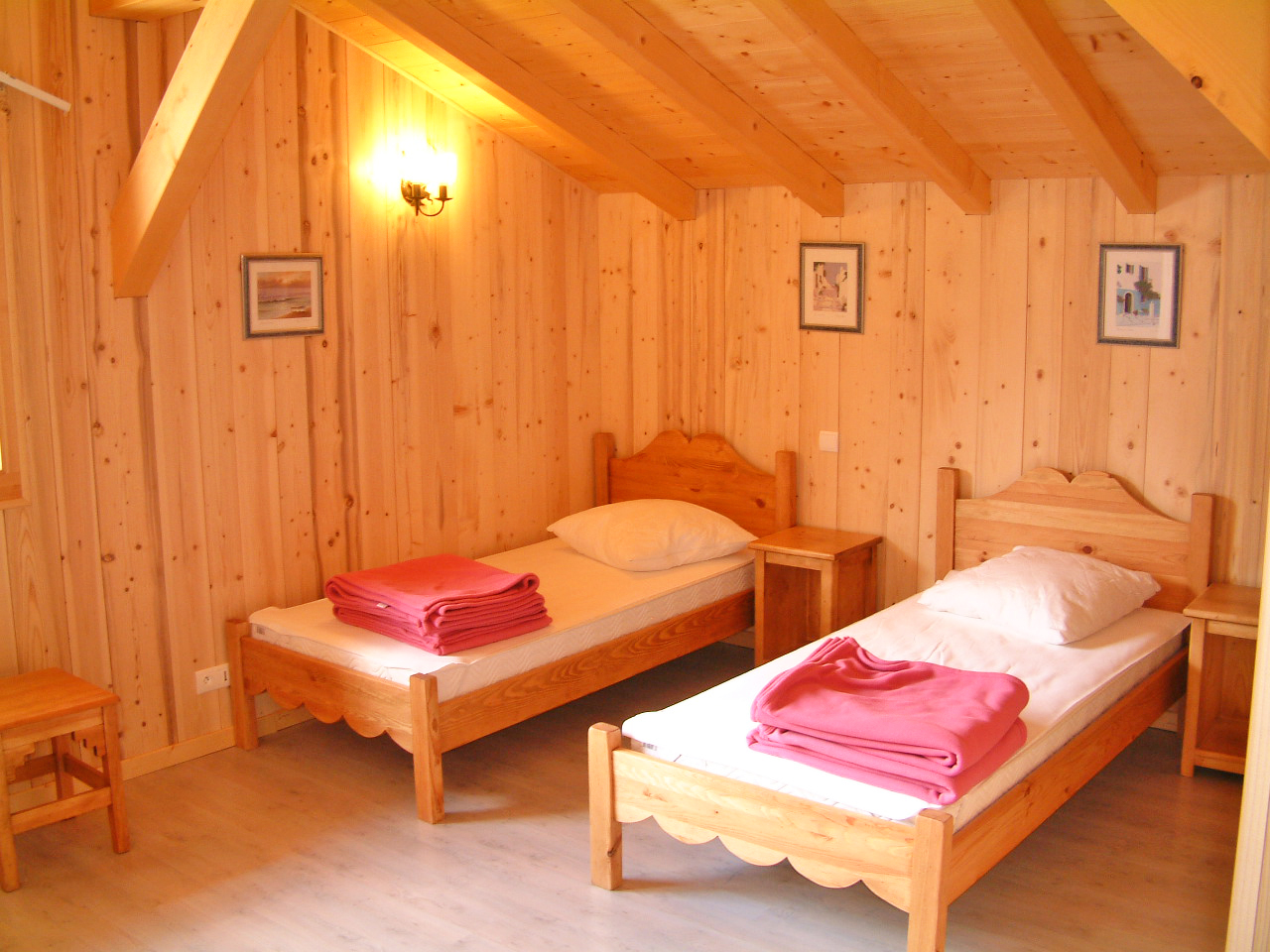 Chalet Isabelle (Samoens) Twin Bedroom