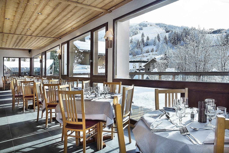 hotel alpen roc la clusaz ski accommodation peak retreats. Black Bedroom Furniture Sets. Home Design Ideas