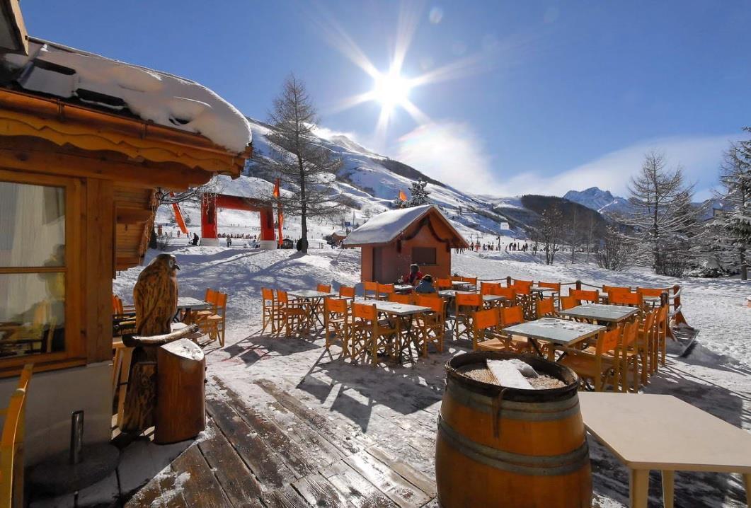 Hotel cote brune les deux alpes ski accommodation peak for Hotels 2 alpes