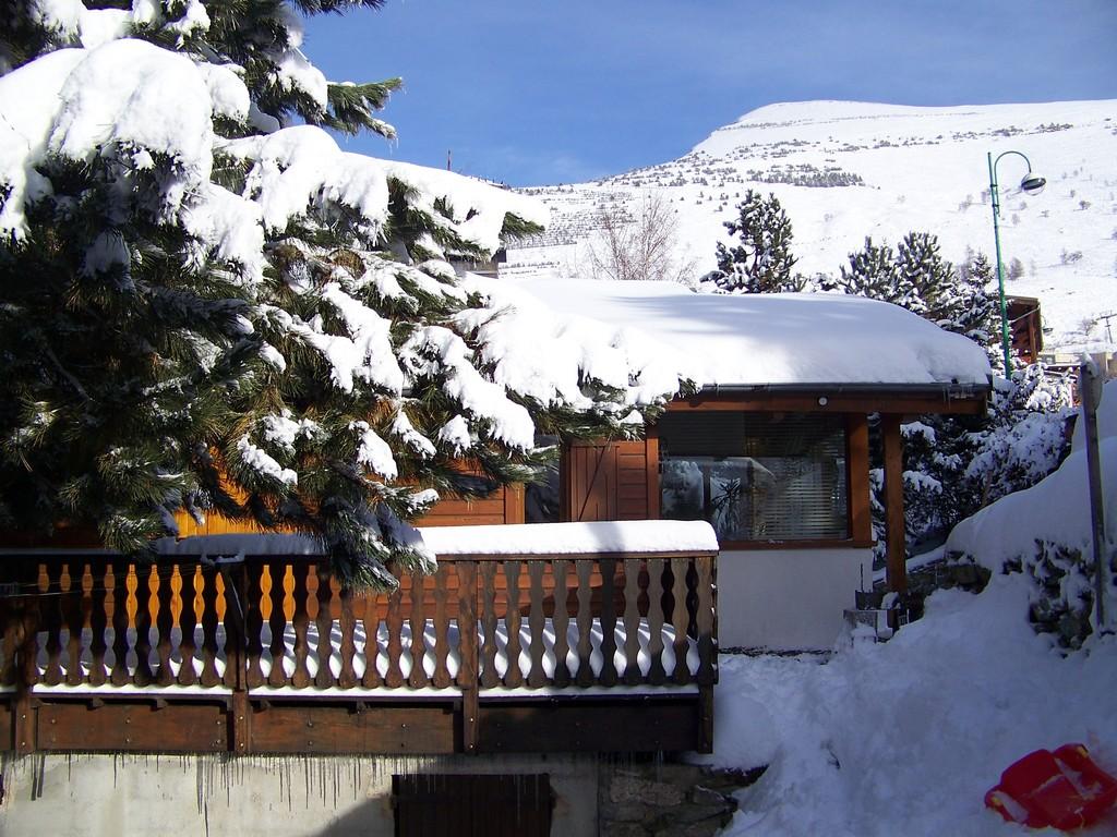 chalet jon les deux alpes ski apartments peak retreats