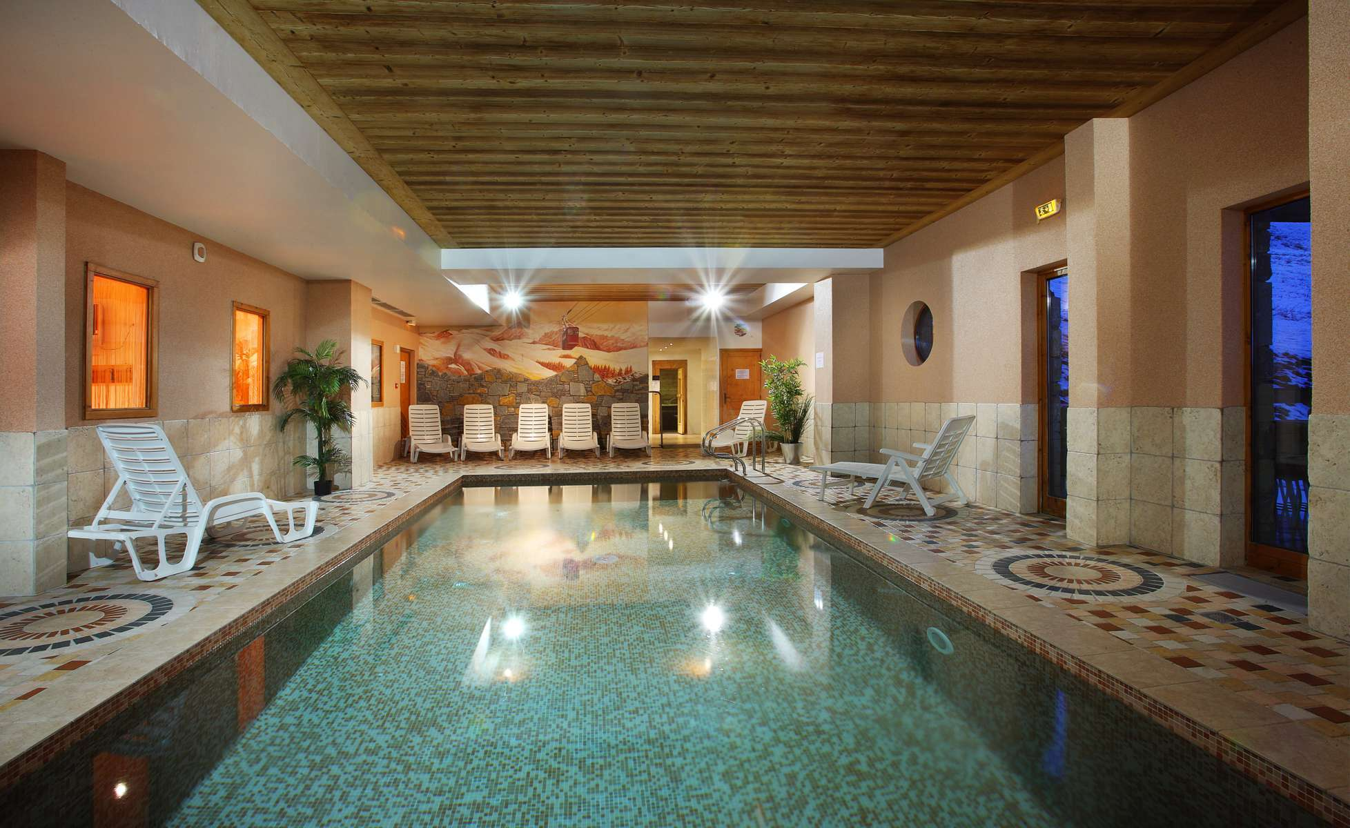 Chalet des Neiges (Oz) Indoor Pool