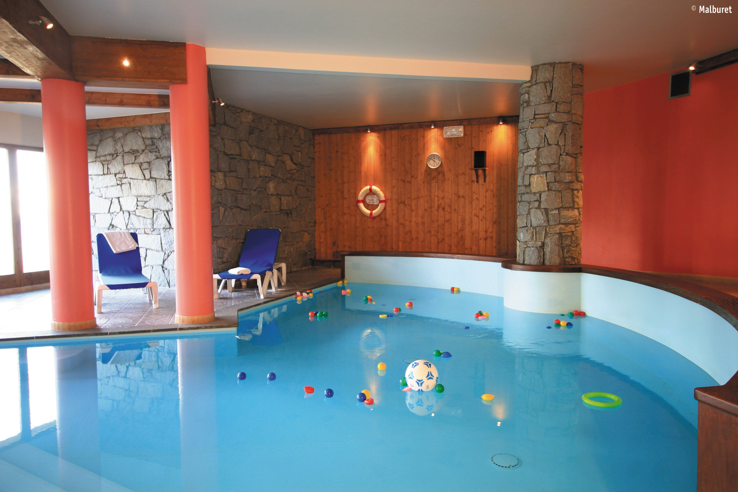 Arollaie, Peisey Vallandry (self catered apartments) - Indoor pool