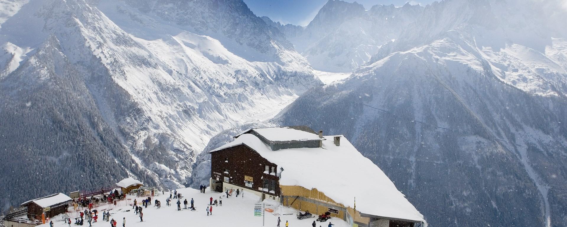 mont blanc chamonix skiing holidays | peak retreats ski apartment