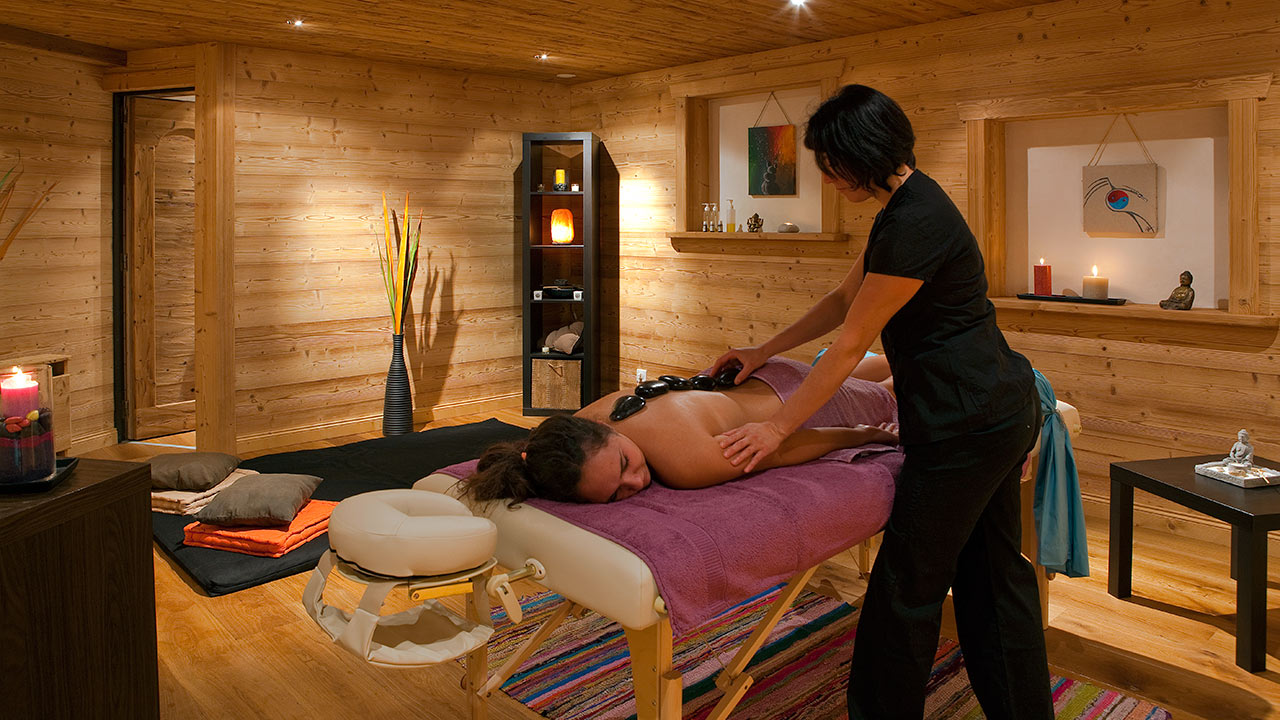 Le Petit Dru (Morzine) Spa Treatment Room
