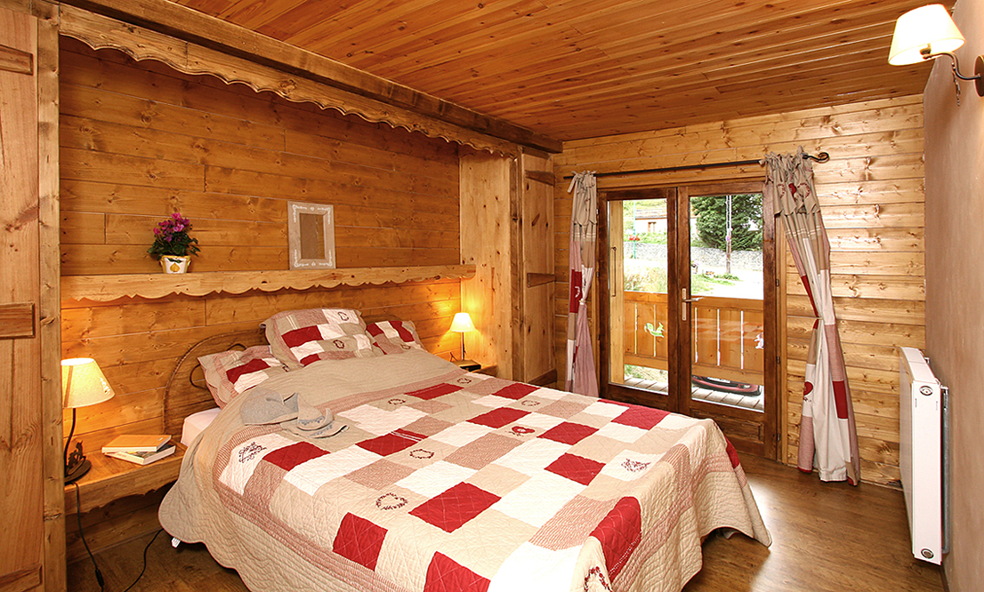 Chalet Mary, Les Deux Alpes (self catered chalet) - Double Bedroom
