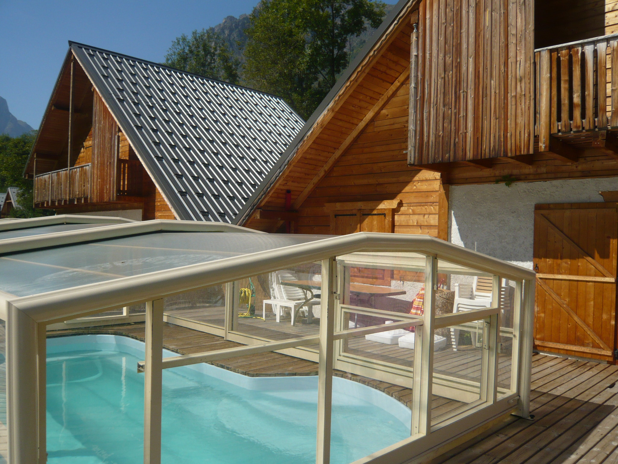 Le Planet I & II, Venosc (self catered chalets) - Covered pool