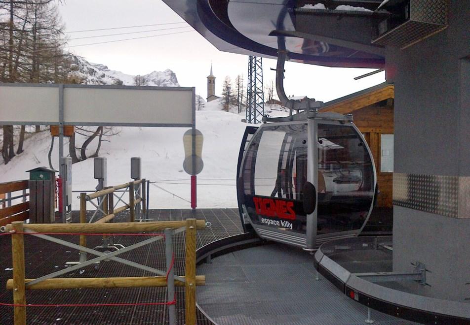 Tignes 1800 Skiing Holidays   Ski Apartments   Peak Retreats