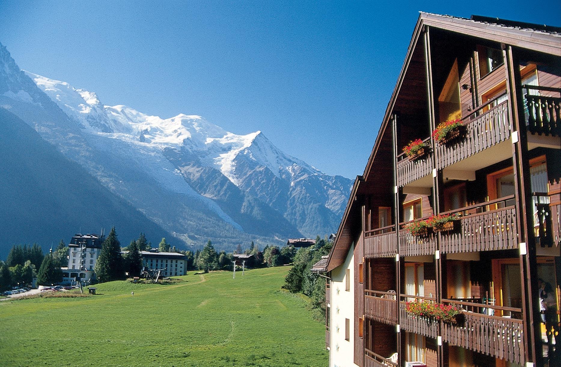 Chamonix mont blanc summer holidays france peak retreats for Hotels chamonix