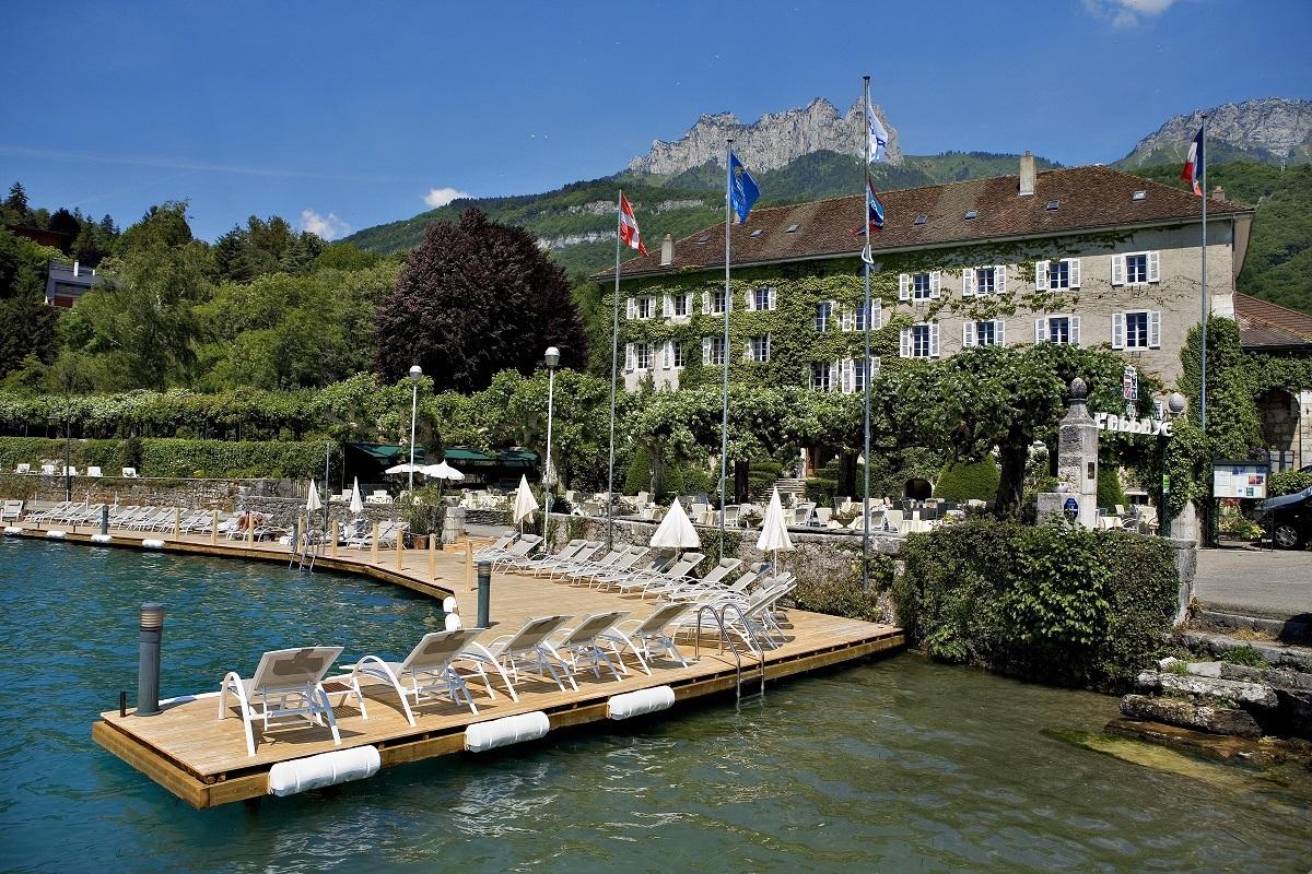 Hotel abbaye de talloires lake annecy summer peak retreats for Lake annecy hotels swimming pool