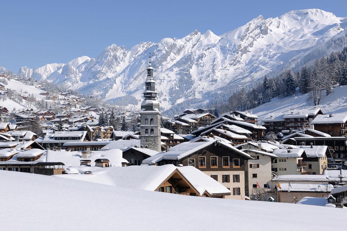 la clusaz skiing holidays ski apartments peak retreats. Black Bedroom Furniture Sets. Home Design Ideas