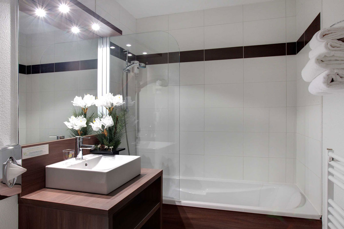 Grand Massif (Morillon) Bathroom