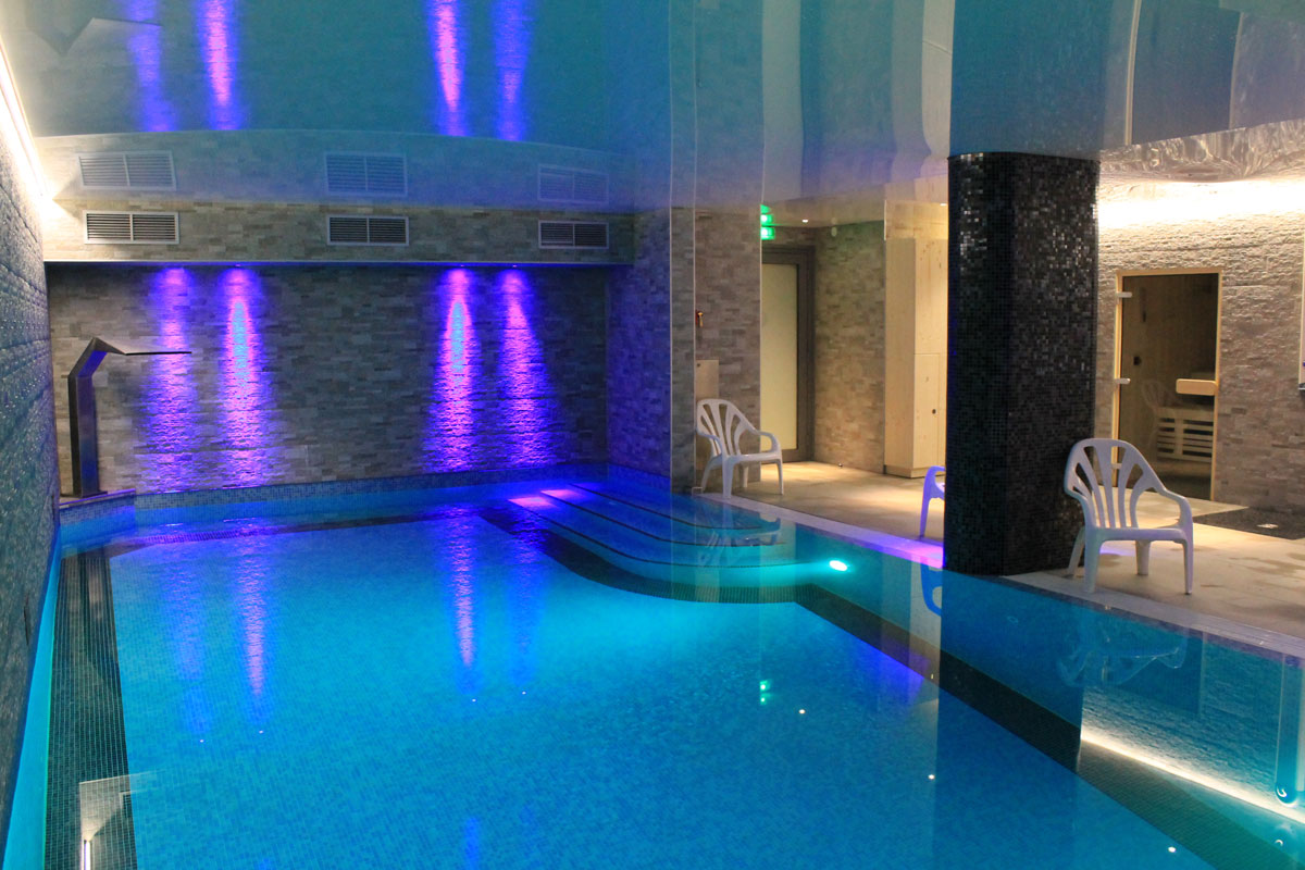 Delphine Apartments, Les Gets (self catered chalet) - Indoor pool