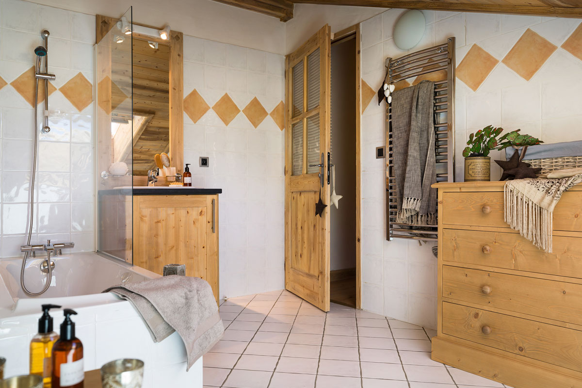 Le Coeur d'Or, Bourg St Maurice (self catered apartments) - Bathroom