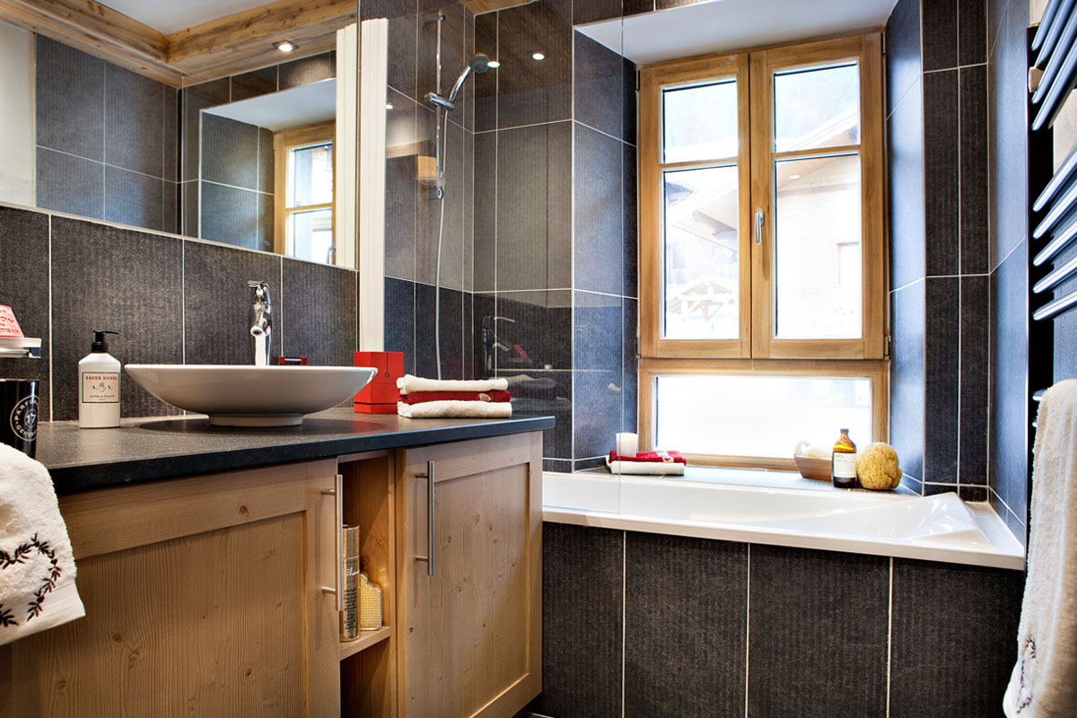 Les Chalets d'Angele, Chatel (self catered apartments) - Bathroom
