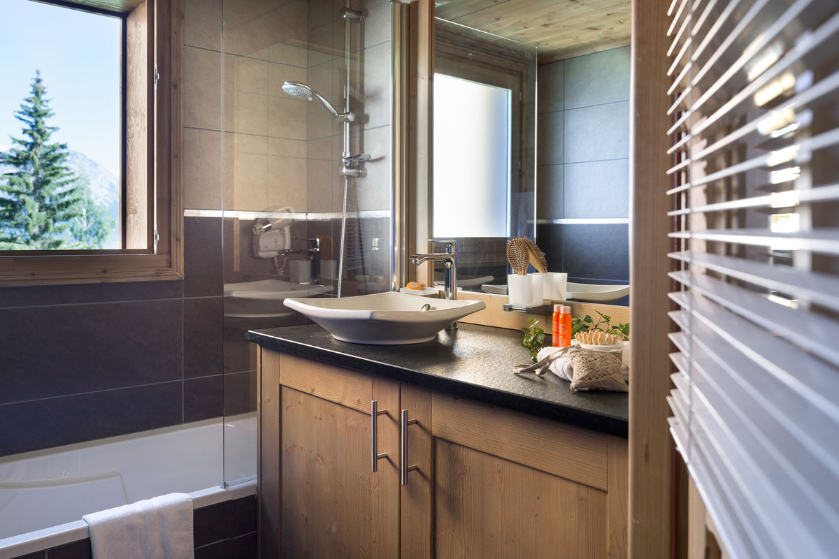 Lodge Hemera, La Rosiere (self catered apartments) - Bathroom