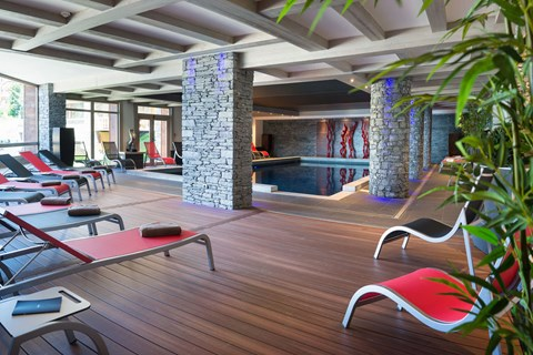 The indoor pool at Le Lodge Hemera