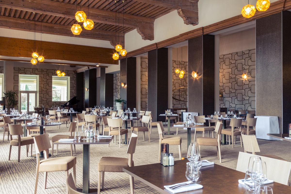 Grand hotel des thermes brides les bains ski hotel peak for Restaurant grand hotel des bains