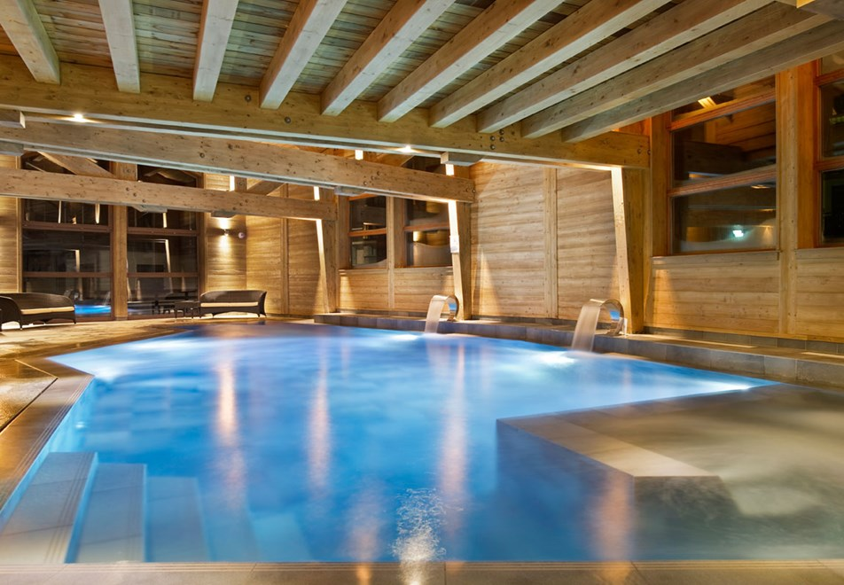 hotel coeur du village la clusaz ski accommodation peak. Black Bedroom Furniture Sets. Home Design Ideas