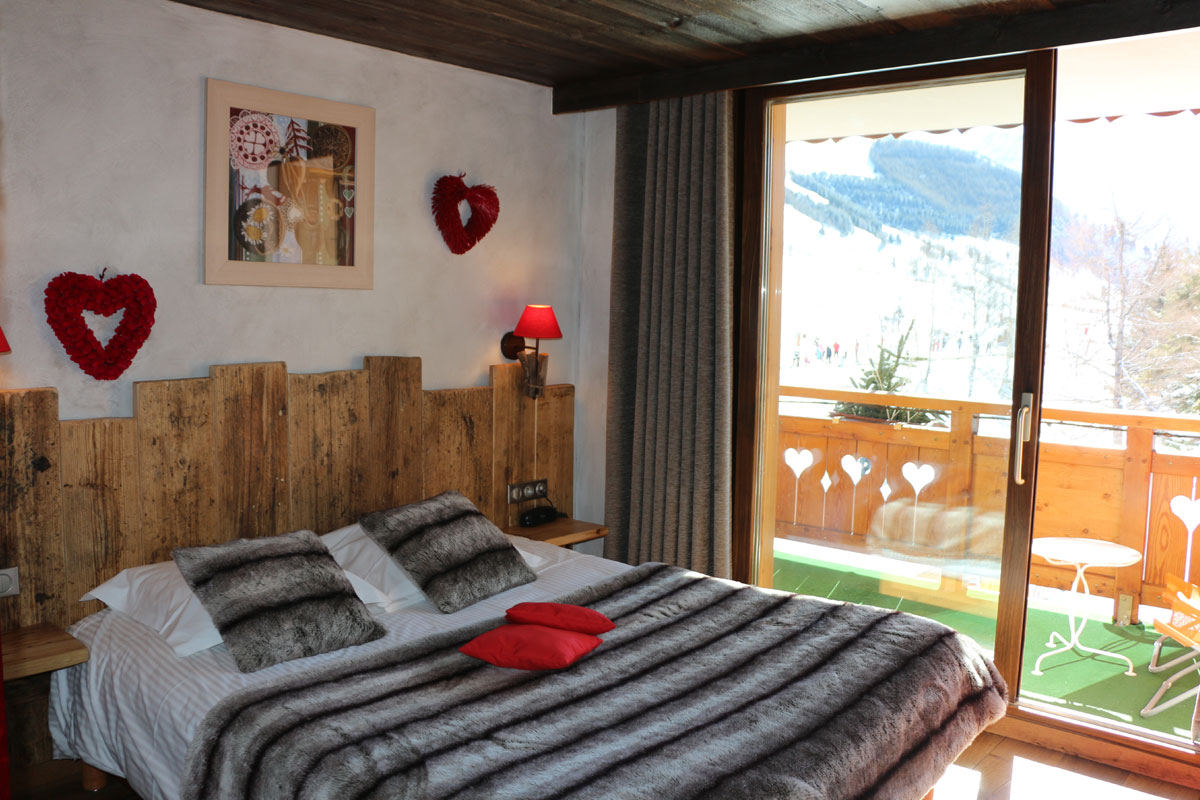 Hotel Cote Brune, Les Deux Alpes (hotel) - Double bedroom with balcony