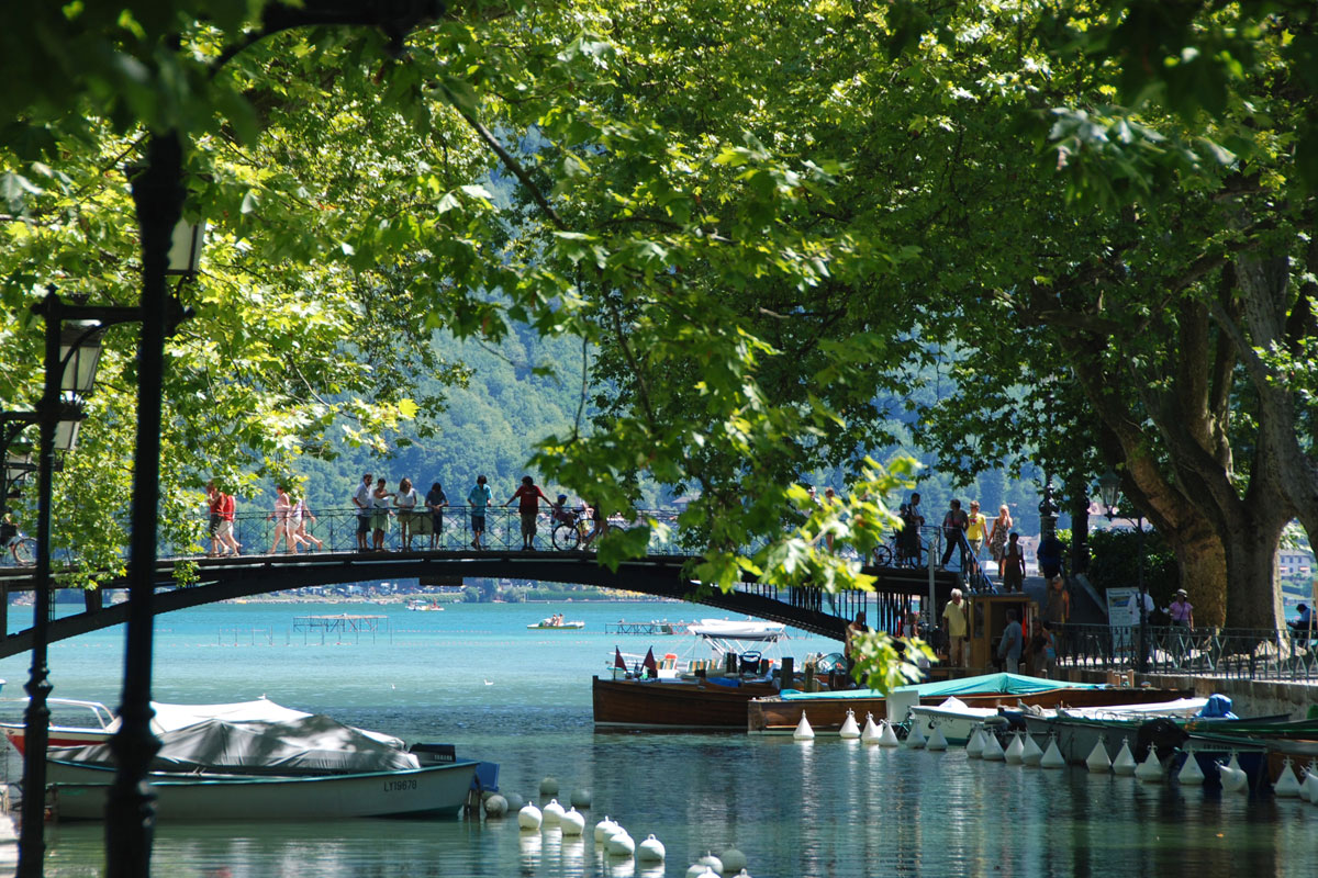 Lake Annecy Summer Holidays Lakes Mountains Peak Retreats