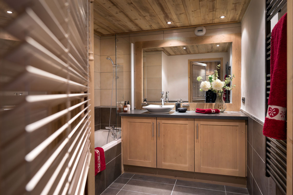 Grange aux Fees, Valmorel (self catered apartments) - Bathroom