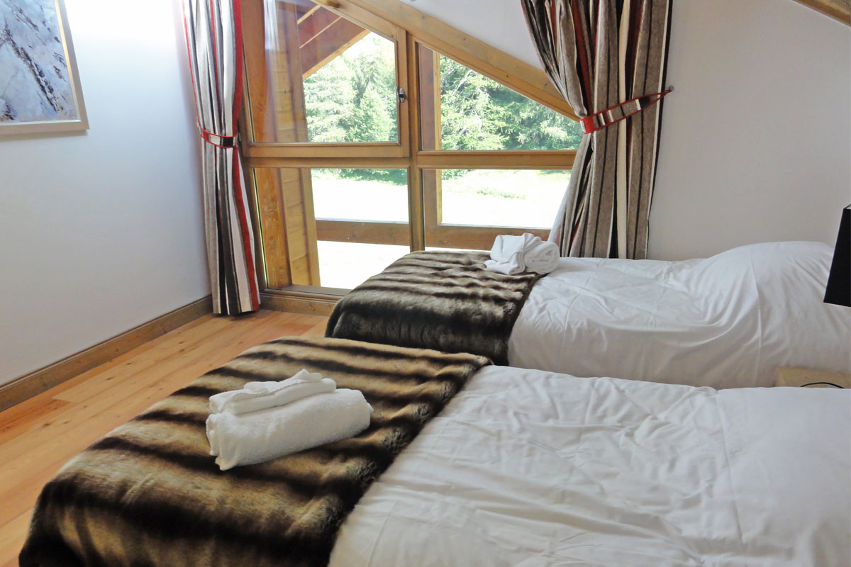 Les Chalets du Flambeau, Val Cenis (self catered apartments) - Twin Bedroom