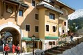 Hotel du Bourg (Valmorel) Shops, bars and restaurants on the doorstep