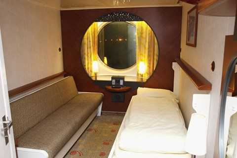 Outside large 2/4 berth cabin