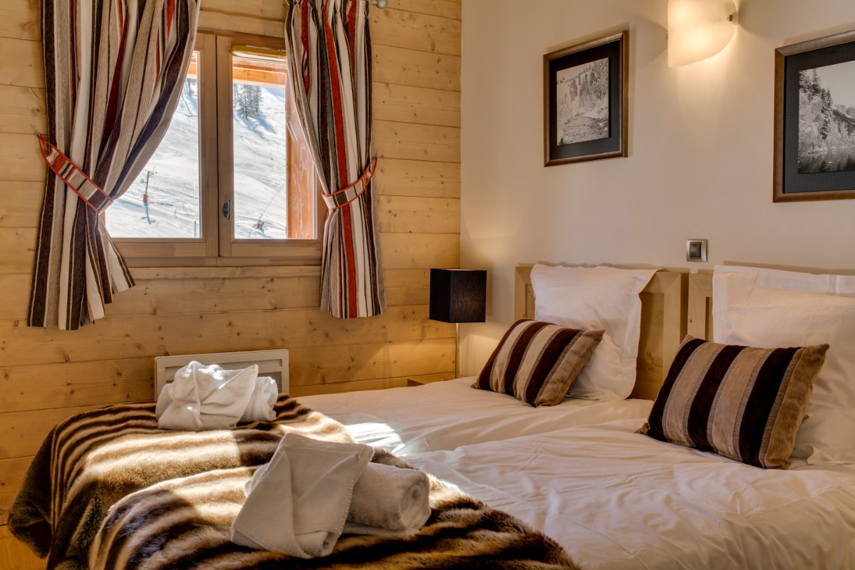 Le Napoleon, Montgenevre (self catered apartments) - Twin Bedroom