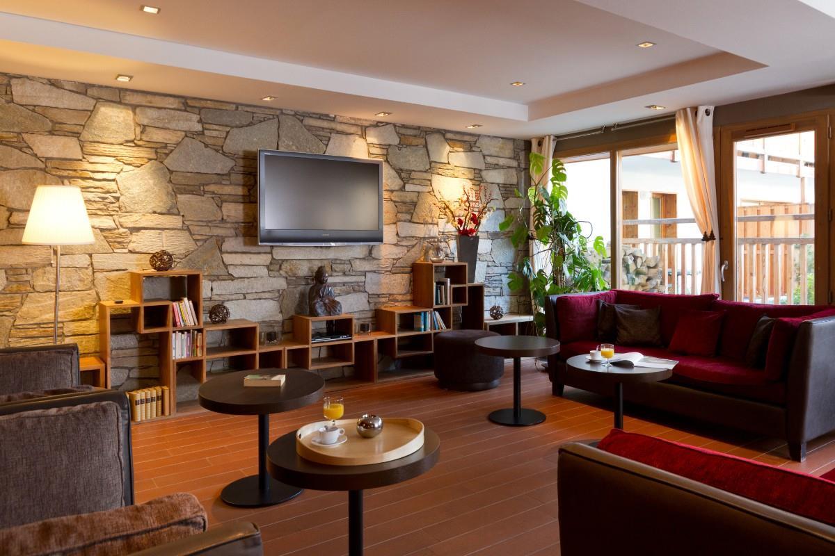 hameau des airelles montgenevre ski apartments peak retreats. Black Bedroom Furniture Sets. Home Design Ideas