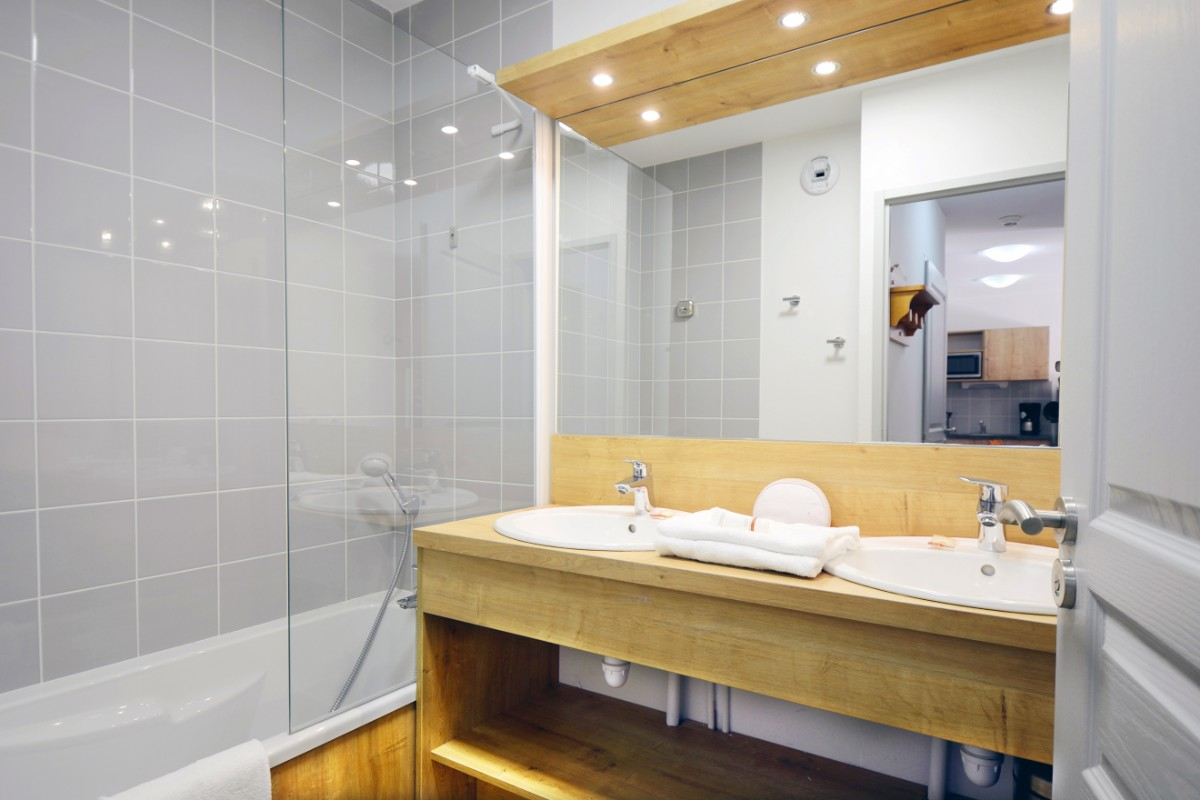 Le Crystal Blanc, Vaujany (self catered apartments) - Bathroom