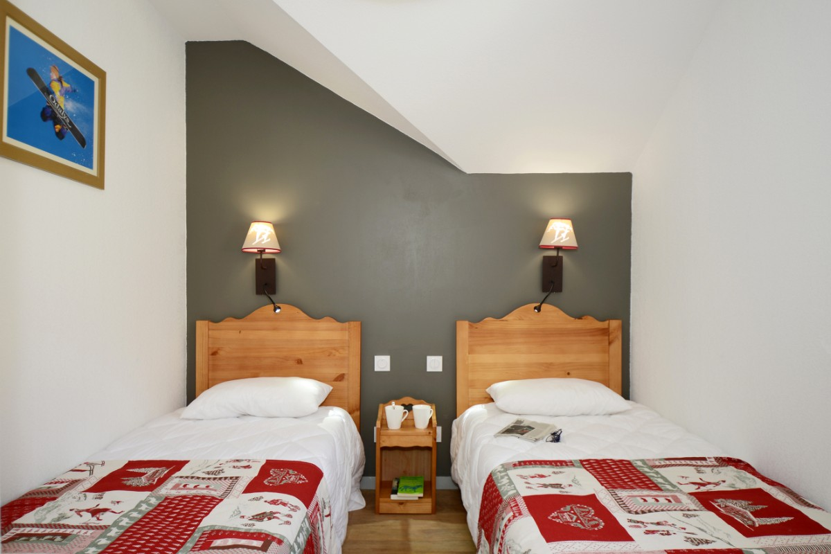 Le Crystal Blanc, Vaujany (self catered apartments) - Twin Bedroom