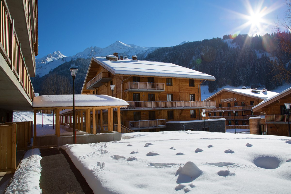 hotel chamois la clusaz ski accommodation peak retreats. Black Bedroom Furniture Sets. Home Design Ideas