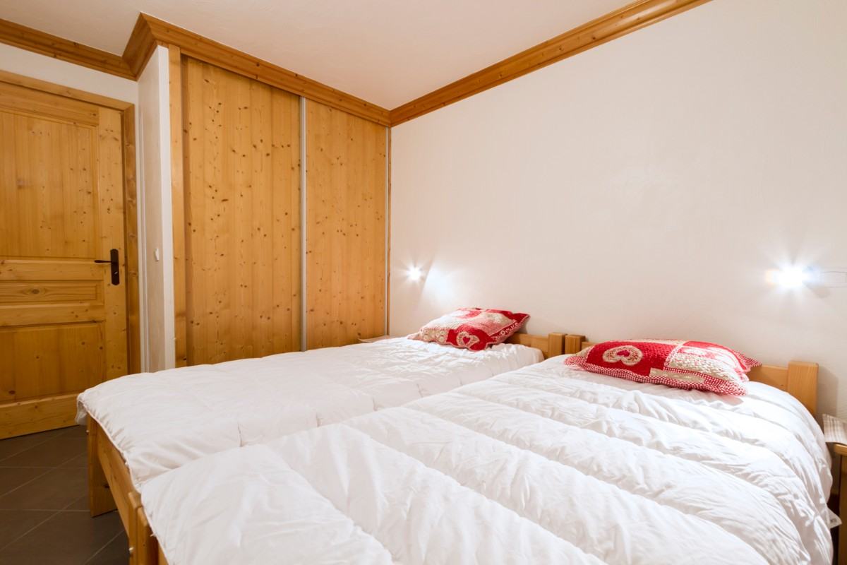 Le Criterium, Val Cenis (self catered apartments) - Twin Bedroom