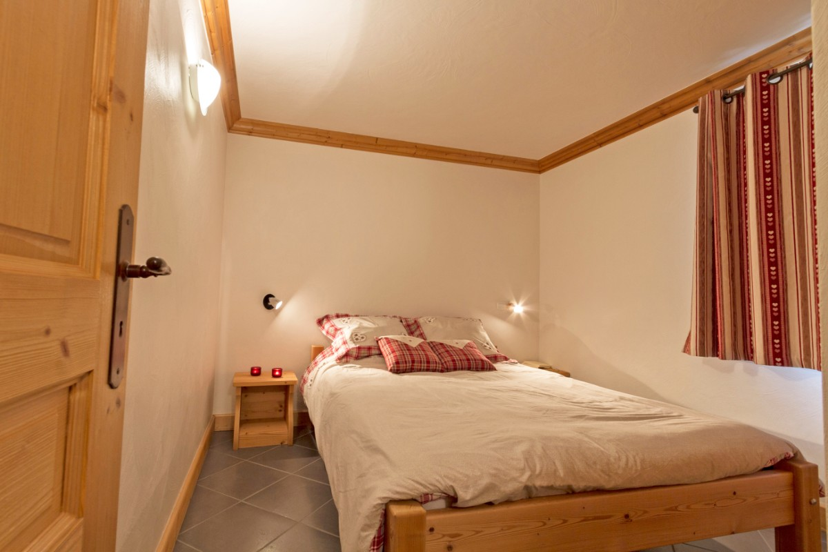 Le Criterium, Val Cenis (self catered apartments) - Double Bedroom