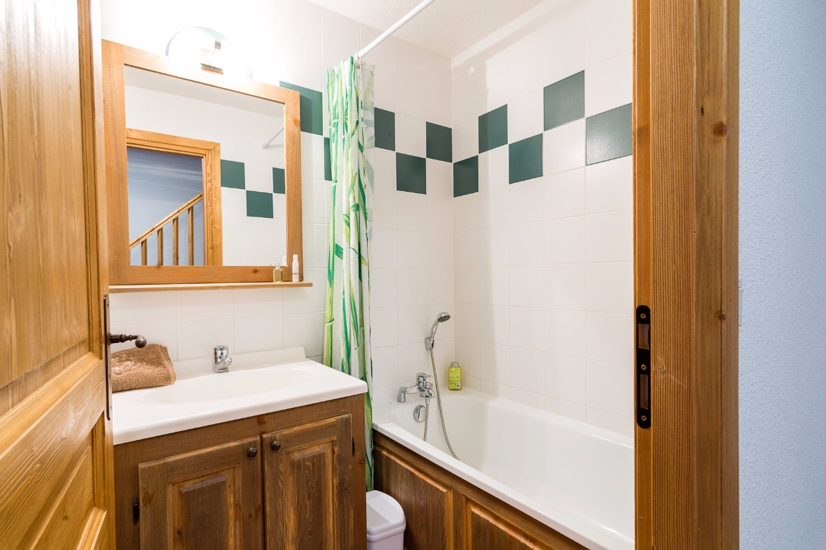 Clos Vanoise, Bessans (self catered apartments) - Bathroom