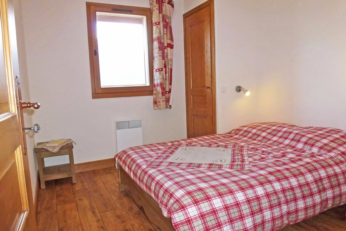 Clos Vanoise, Bessans (self catered apartments) - Double Bedroom