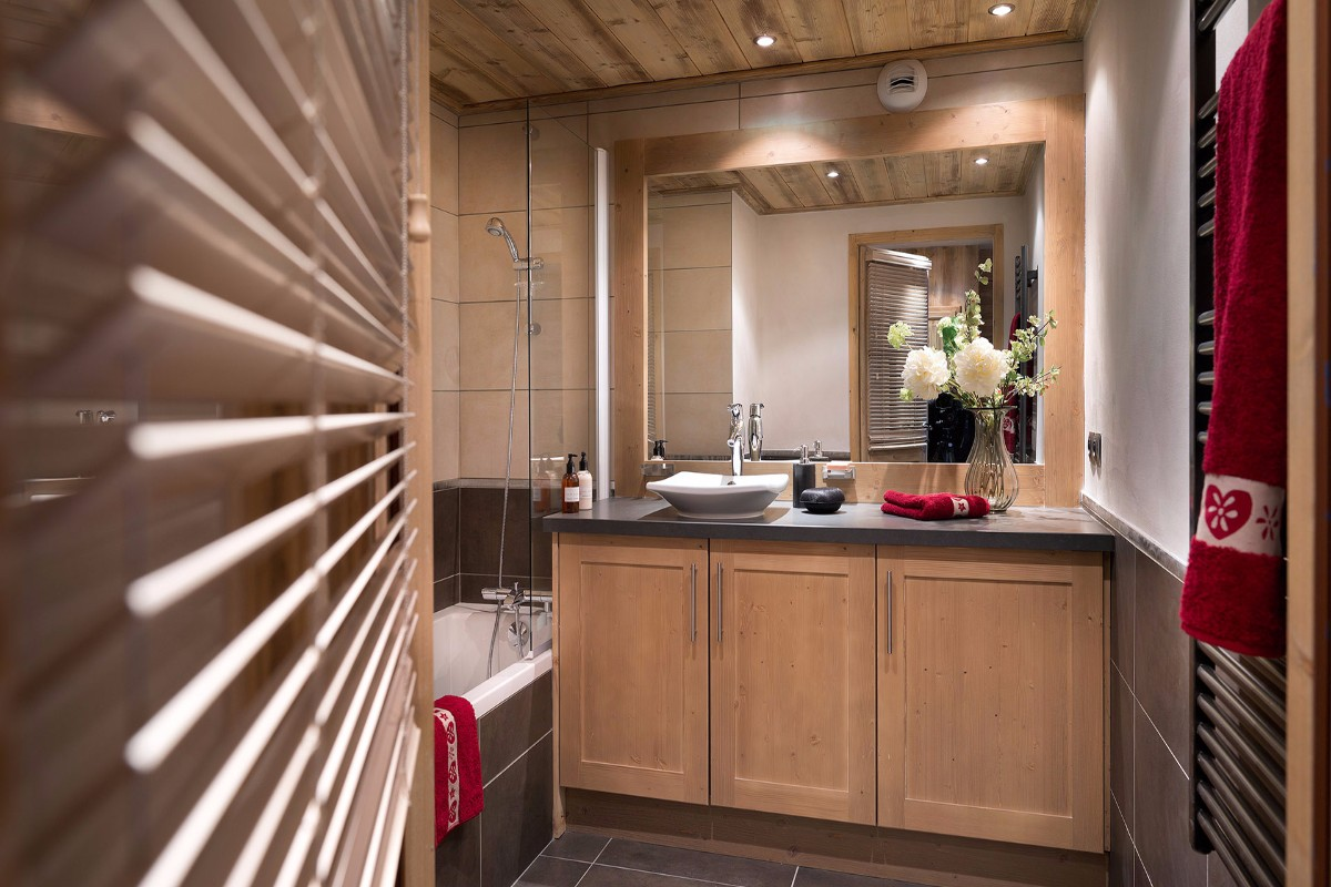 Les Chalets de Leana, Les Carroz (self catered apartments) - Bathroom