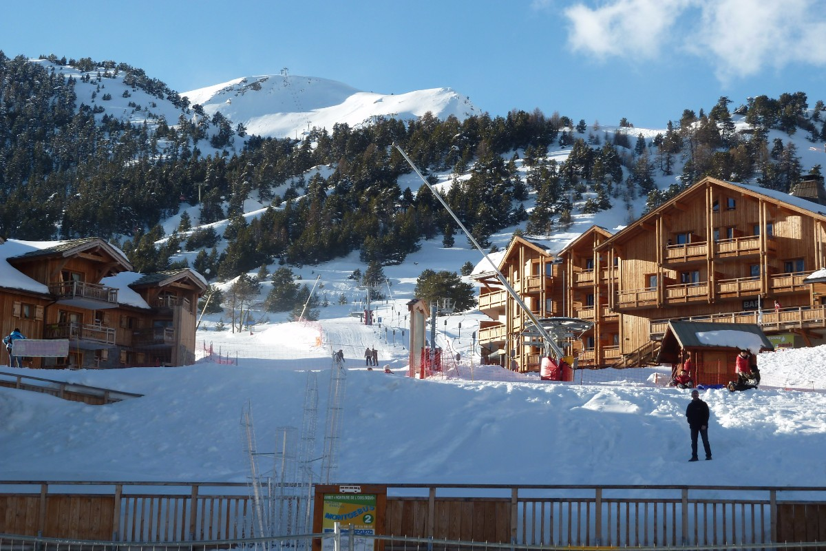 Chalet des Dolines, Montgenevre (self catered apartments) - Excellent Location