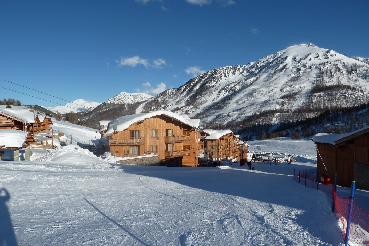 Chalet des Dolines, Montgenevre (self catered apartments) - Right on the slopes