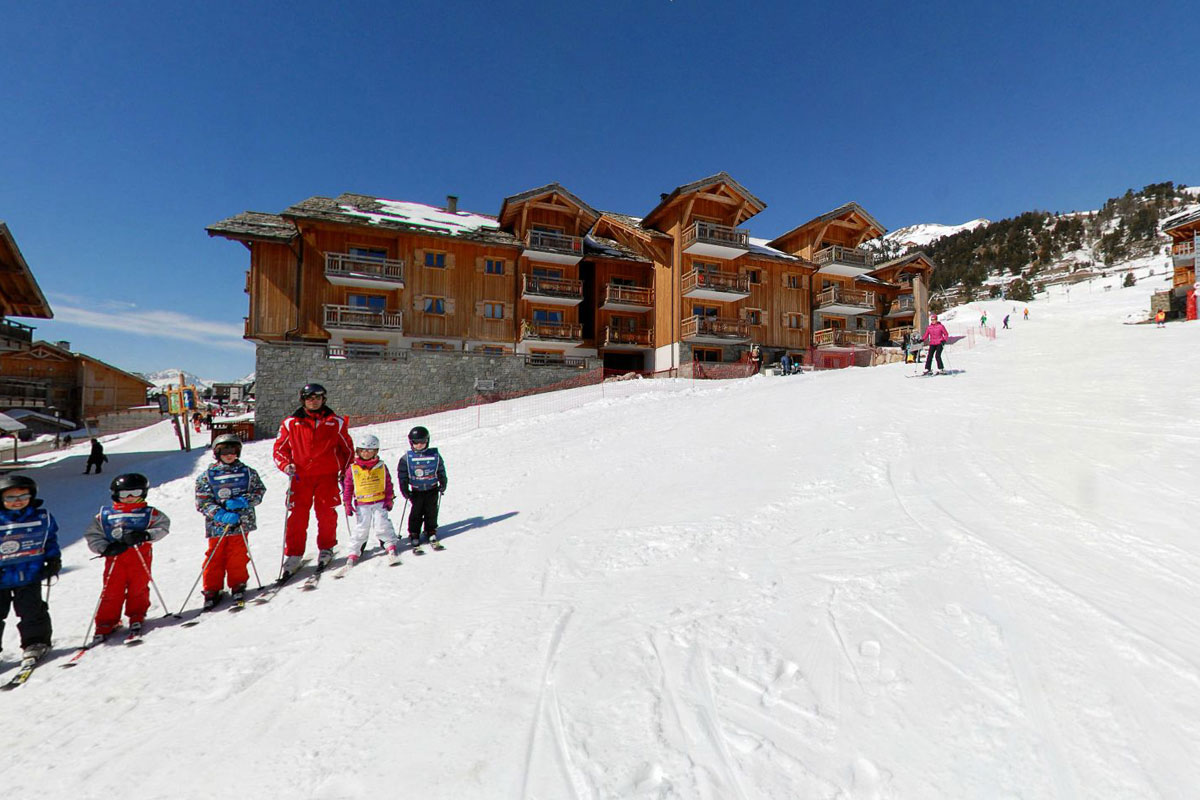 Chalet des Dolines, Montgenevre (self catered apartments) - Easy access to slopes