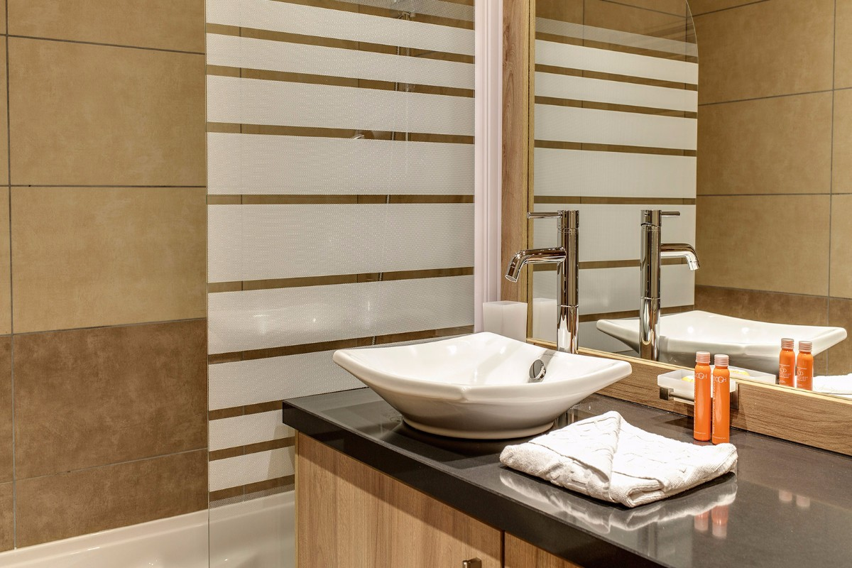 Le Napoleon, Montgenevre (self catered apartments) - Bathroom