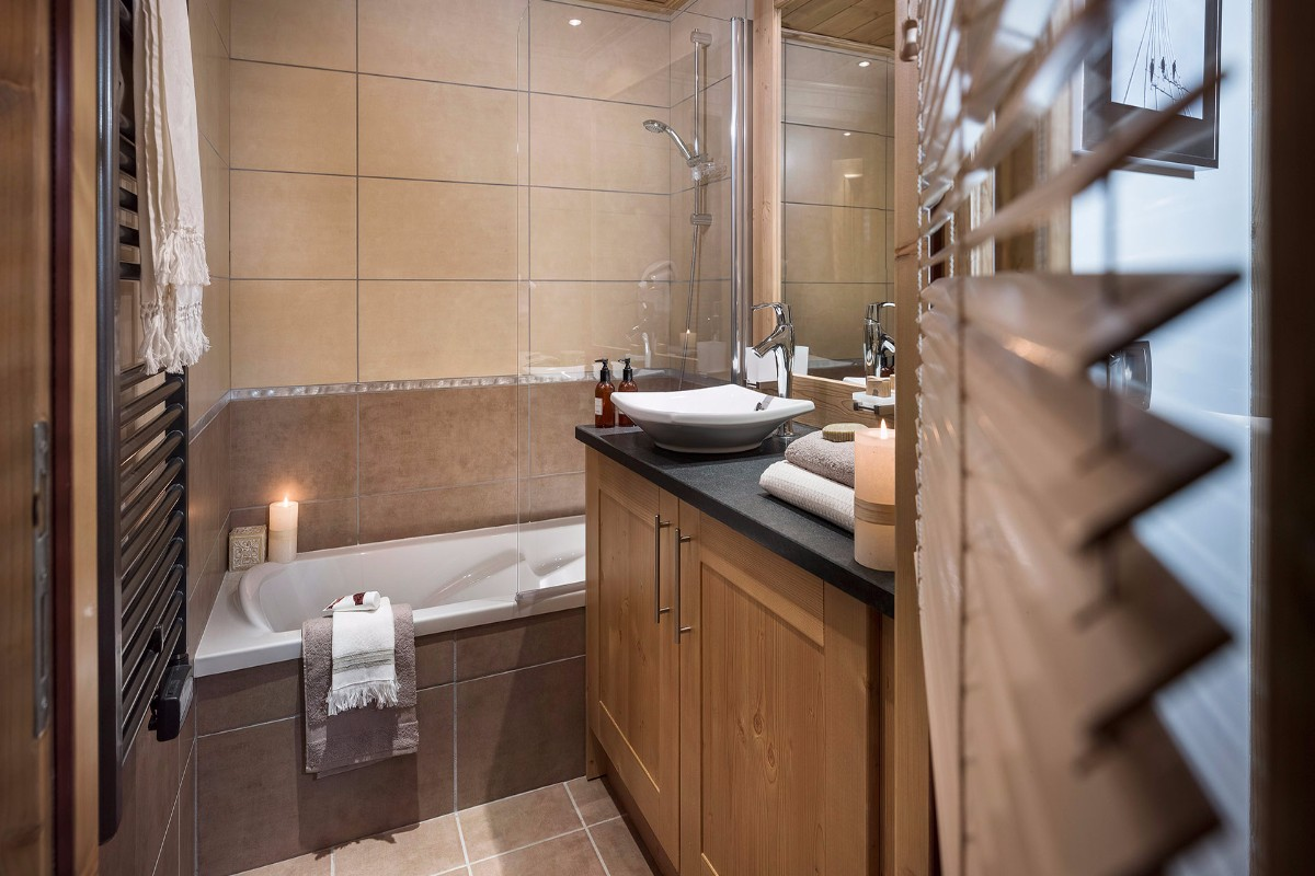Kalinda, Tignes 1800 (self catered apartments) - Bathroom