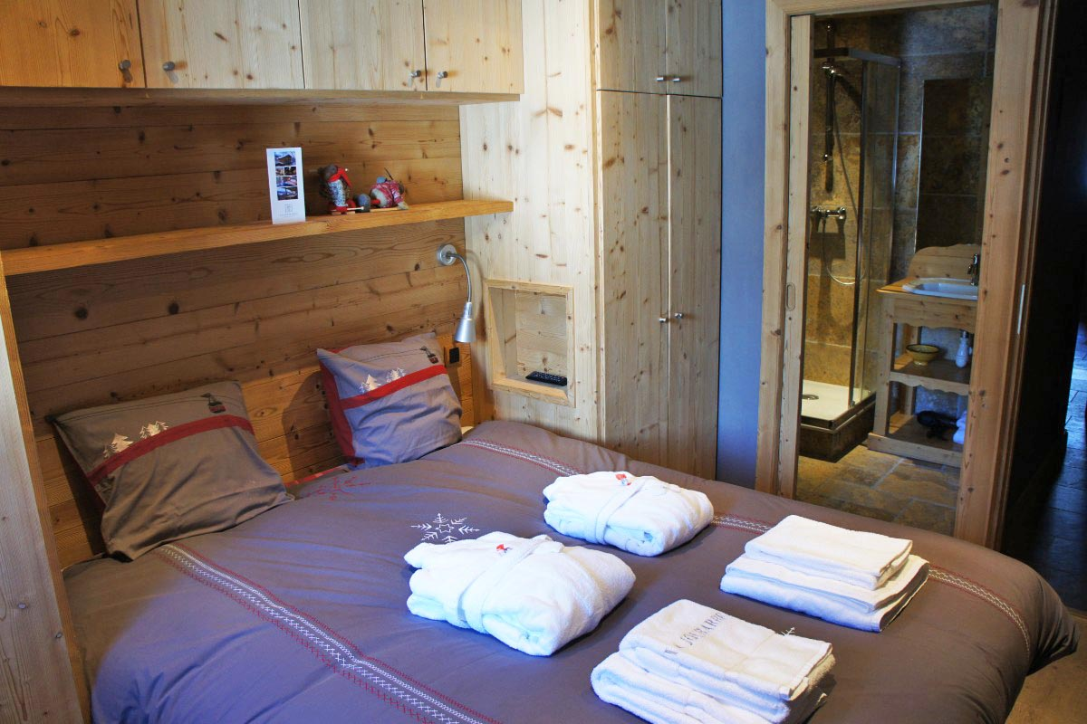 Chalet Violet, St Martin de Belleville (self catered chalet) - Double Bedroom
