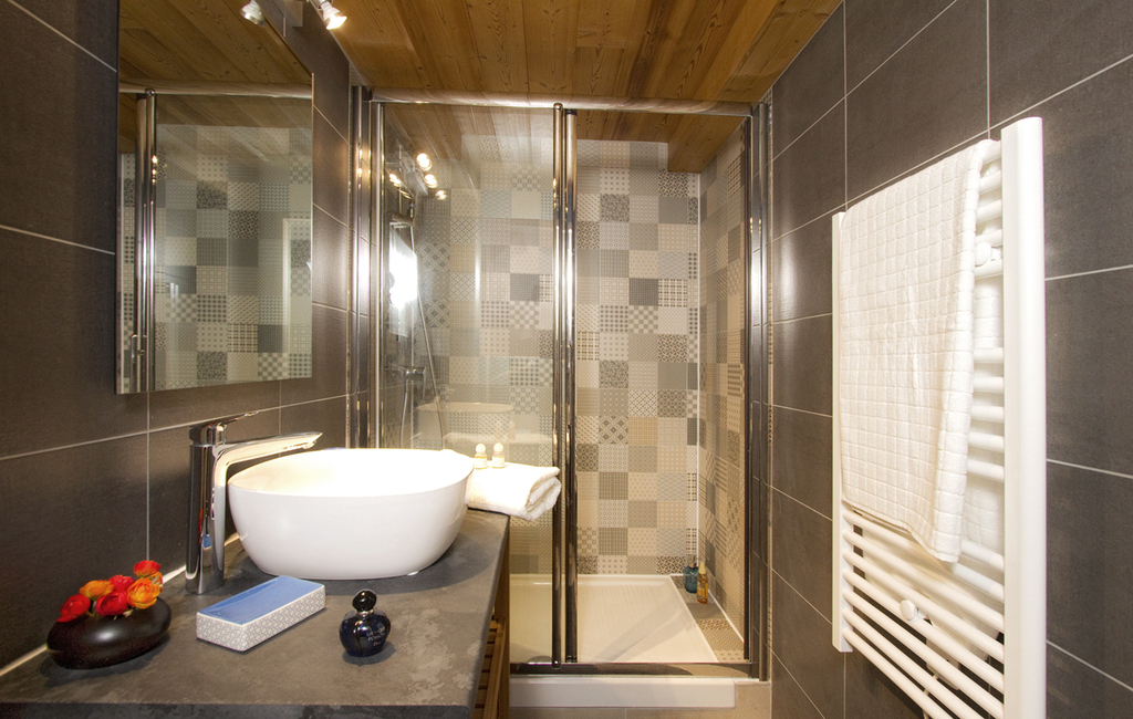 Chalet Jon, Les Deux Alpes (self catered chalet) - Shower room