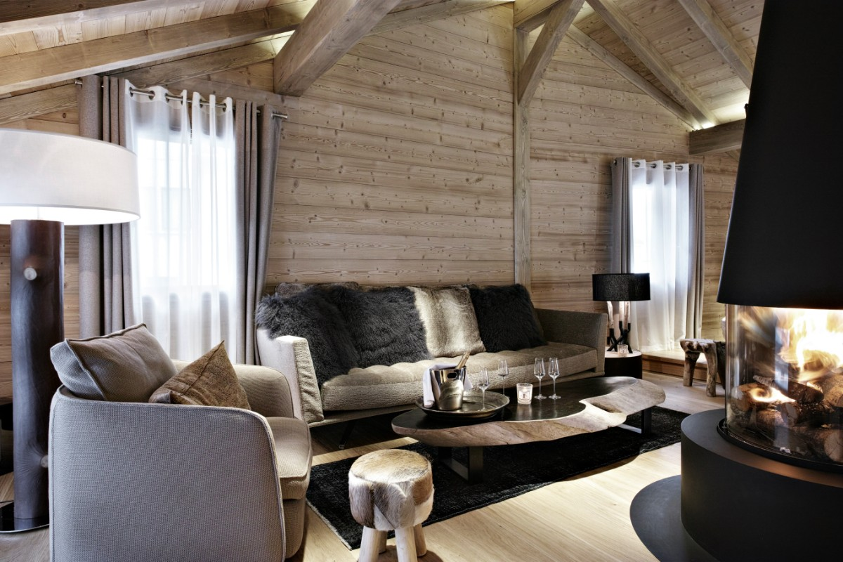 Le Chalet, La Clusaz (B&B chalet) - Lounge with open fire