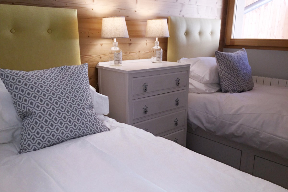 Chalet des Carson, Vaujany (self catered apartment) - Bedroom