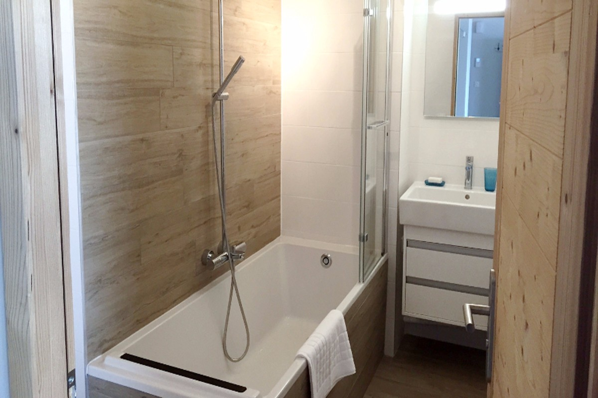 Chalet Gilbert, Vaujany (self catered apartment) - Bathroom
