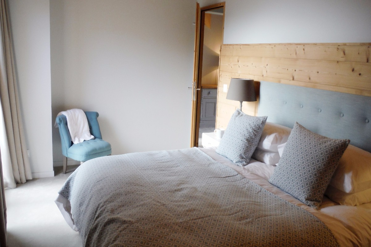 Chalet Gilbert, Vaujany (self catered apartment) - Bedroom